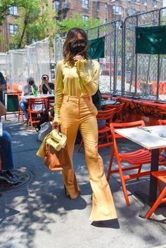 Victoria Beckham Outfits, Victoria Beckham Style, Celebrity Outfits, Celebrity Style, Victoria Fashion, Anya Taylor Joy, Office Looks, Ao Dai, Parisian Style