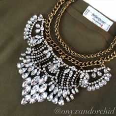 ❤️1 DAY SALE!!!!!❤️ Crystal Statement Necklace Breathtaking crystal statement necklace. Collar style with chain that can be worn shorter to the neck or longer, completely up to you! No matter how you wear it I can guarantee it will get tons of compliments! Great weight & quality! NWOT. 15% off bundles. No PayPal or trades. 🎉HOST PICK🎉 Date Night Party 8/28 Please make any offers using the offer button! Thanks! boutique Jewelry Necklaces