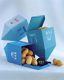 How to make a paper dreidel box.