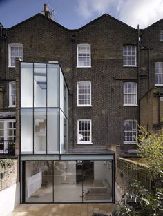 Extension to Islington Residence, Duncan Terrace, Islington, London. Would prefer a bit of brick work vs all that glass.