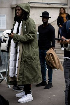 Paris Fashion Week street style photographer Robert Spangle snaps the most stylish men attending the women's shows in Paris. Casual Chique, Style Casual, Men Casual, Smart Casual, Men's Style, Casual Wear, Casual Styles, Classy Style, Mode Masculine