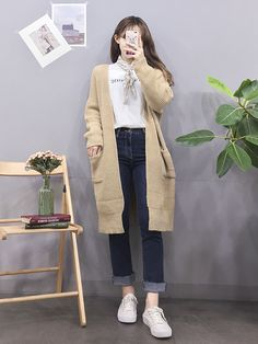 Style experts present up five refreshing new ways to wear a hoodie without giving the impression of an angst-ridden. Korean Girl Fashion, Korean Fashion Trends, Korean Street Fashion, Ulzzang Fashion, Korea Fashion, Kpop Fashion, 70s Fashion, Asian Fashion, Fashion Outfits