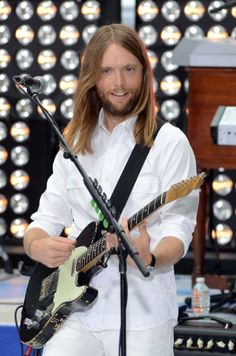 James Valentine (October 5, 1978) American guitarist, o.a. known from the band Maroon 5.