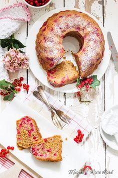 Madam Rote Rübe – Johannisbeer-Schmand-Gugelhupf mit Dinkelvollkornmehl für den kleinen Beerenhunger Bagel, Yummy Food, Bread, Baking, Recipes, Sweets, Dessert, Pastries, Pie