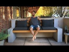 Make Your Own Inexpensive Outdoor Furniture With This DIY Concrete Block Bench Here's a video tutorial that shows you how to make your own inexpensive DIY outdoor bench using a few cinder blocks and some wood beams. Cinder Block Furniture, Cinder Block Bench, Cinder Block Garden, Bench Block, Cinder Block Ideas, Concrete Outdoor Furniture, Cinder Block Fire Pit, Concrete Patios, Concrete Blocks