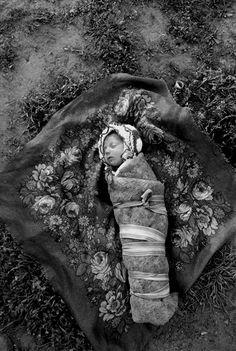 Swiss photographer Yves Leresche lausanne - photo report - Gypsies. Roma. Rroma. Gypsies. Gypsies