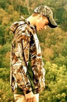 country boy <3.. Nothing gets better then seeing a guy in his camo. :) Gotta like country music.