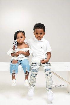 When siblings get along, it's like Magic! Cute Mixed Babies, Cute Black Babies, Black Baby Girls, Beautiful Black Babies, Cute Little Baby, Pretty Baby, Cute Baby Girl, Beautiful Children, Cute Babies