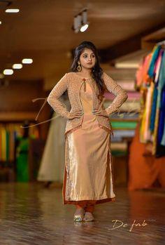 Best 12 sainuzZ – Page 335377503499182883 Salwar Designs, Kurti Designs Party Wear, Blouse Designs, Dress Designs, Blouse Styles, Designer Party Wear Dresses, Indian Designer Outfits, Party Dresses, Pakistani Dresses