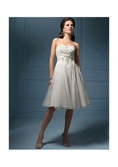 tea length wedding dress    http://www.theweddingdresses.com/