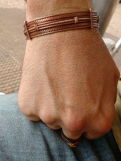 Pulseira de filigrana feita em arame de cobre.