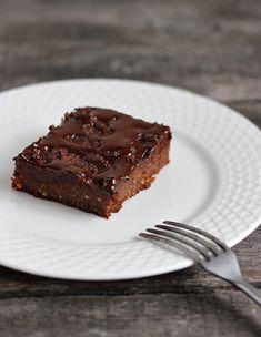 burczymiwbrzuchu: Brownie jaglane. [tylko 50 g masła/oleju kokosowego, no i.. czeko ;) \