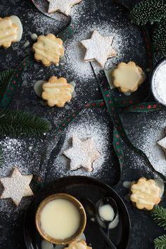 So lecker, fruchtig und ganz einfach zum selber backen: meine Marzipan-Orangen-Kekse gefüllt mit feiner Orangenmarmelade für Weihnachten Christmas 2019, Xmas, Orange Cookies, Four, Christmas Cookies, Cookie Recipes, Gingerbread, Panna Cotta, Biscuits