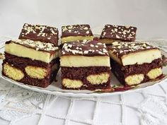 Prajitura cu piscoturi incorporate in blat de cacao Fruit Recipes, Baking Recipes, Cake Recipes, Dessert Recipes, Romanian Desserts, Romanian Food, Delicious Deserts, Food Cakes, No Bake Cake
