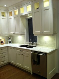 Kitchen Cabinet Design With Refriderator And Stove On Same