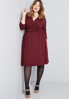 Long Sleeve Burgundy Plus Size Dress, Burgundy Cocktail Dress Plus Size, this burgundy A-line boasts cropped sleeves on either side of its surplice neckline, a ruched waist, and a classic fit that makes getting dressed absolutely effortless. Simple Cocktail Dress, Plus Size Cocktail Dresses, Plus Size Party Dresses, Burgundy Dress Outfit, Maroon Dress, Dusty Pink Bridesmaid Dresses, Robe Swing, Jersey Knit Dress, Pretty Outfits