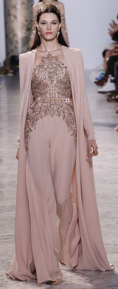 See the complete Elie Saab Spring 2017 Couture collection. inspirationen, Elie Saab Spring 2017 Couture Fashion Show Fashion Moda, Fashion 2017, Runway Fashion, Fashion Show, Fashion Design, Paris Fashion, Fashion Spring, Trendy Fashion, Classy Fashion