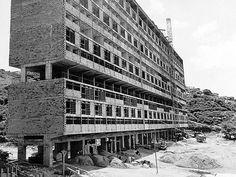 Unidad de Habitación Cerro Grande en construcción, Caracas.Arquitecto Guido Bermúdez.