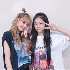 I just want to said i kinda annoyed when i see ppl shipping Blackpink with their fave male idol and start said they are real. I mean Blackpink debut to fulfill their dream not for you to fulfill your shipping feeling. Blackpink Is The Revolution - - - - Kpop Girl Groups, Korean Girl Groups, Kpop Girls, Kim Jennie, Yg Entertainment, Memes Blackpink, Rapper, Lisa Blackpink Wallpaper, Bff