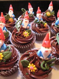 Cute gnome cupcakes! This is definitely for WANEE next year! LOL