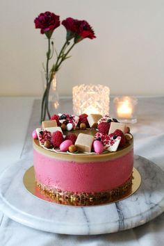 Vadelma-kinuskijuustokakku - Starbox Baking Recipes, Cake Recipes, Dessert Recipes, Cute Cakes, Yummy Cakes, Cake Decorating Designs, Decorating Ideas, Crazy Cakes, Catering Food
