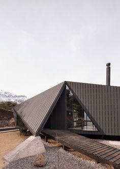 Mountaineer's Refuge / Gonzalo Iturriaga Arquitectos
