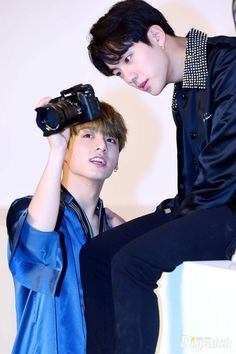 Find images and videos about kpop, bts and jungkook on We Heart It - the app to get lost in what you love. Foto Bts Jungkook, Jungkook And Jin, Bts Bangtan Boy, Bts Aegyo, Rapmon, Seokjin, Jung Kook, Rap Monster, Boy Scouts