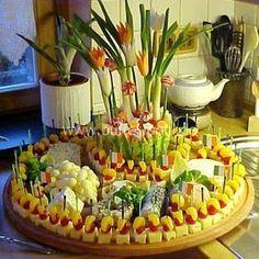 Fingerfood vegetarisch. Große Käseplatte für die nächste Sommerparty,