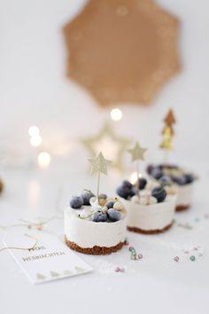 Cheesecake Ice Cream, Ice Cream Desserts, Mango Cheesecake, Cheesecake Cake, Christmas Desserts, Christmas Baking, Christmas Cakes, Christmas Cheesecake, Christmas Wrapping