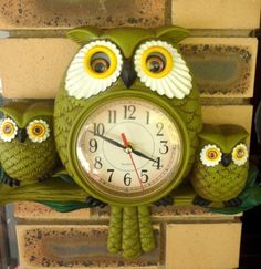 Owl clock! How cute is this!!!!! okay, I just sharted..it's too cute!!!!
