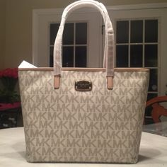 AUTHENTIC Michael Kors Signature Bag New with tags. Michael Kors Bags Totes
