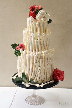 Halloween Baking: Meringue Bone Palace ☮ Recipe up on the site #lilyvanilli #halloween #baking