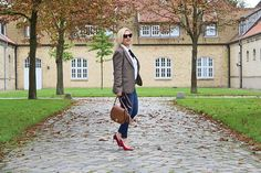 Outfit Herbst: Tweed, Denim & red High-Heels.