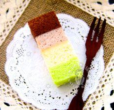 bolu kukus pelangi (steamed rainbow sponge cake ~ egg white version) 蒸彩虹海绵蛋糕 ~蛋白版