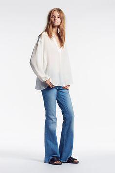 SET Silk Blouse: https://www.set-fashion.com/seidenbluse-0052409-1006 | SET The Montana Flared Denim: https://www.set-fashion.com/the-montana-flared-denim-0053813-5000