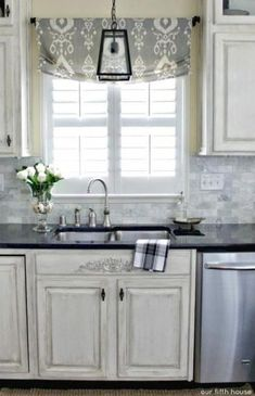 Window decor 20 Trendy kitchen window over sink curtains pendant lights Landscaping Ideas For the pe Bathroom Window Coverings, Kitchen Window Blinds, Window Over Sink, Kitchen Window Treatments, Kitchen Curtains, Window Shutters, Farmhouse Sink Kitchen, Kitchen Decor, Kitchen Ideas