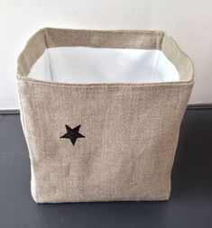 Square basket tutorial - in french Baby Couture, Couture Sewing, Diy Sac, Fabric Boxes, Sewing Aprons, Recycle Jeans, Creation Couture, Love Sewing, Mode Inspiration