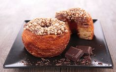 """Is your favorite dish a """"hot trend"""" or """"yesterday's news?"""" Find out the biggest food trends of 2019 courtesy of the What's Hot Culinary Forecast. Cronut, Lose Fat, Lose Belly Fat, Paleo, Carrot Cake Cupcakes, Salty Cake, Food Trends, Vegan, Calories"""