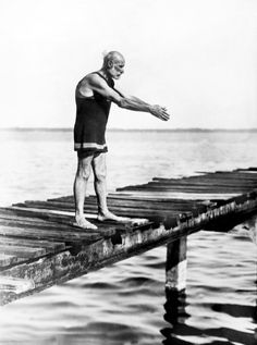 Jacksonville, Florida: 1924. Major James Edward Monroe, who claims to be 109 years old, prepares for his morning swim. He says he was born on July 4, 1815, and fought in the Civil War, and is also the son of President James Monroe. : Stock Photo