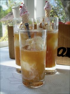 apple cider floats ~ pour real orchard cider over cinnamon ice cream for a fun autumn treat!