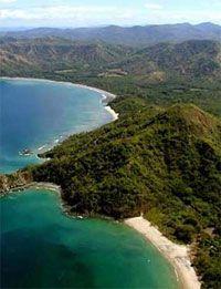 En Costa Rica te esperan los volcanes, las playas aisladas, las sorprendentes cataratas y los senderos por bosques, ¡Costa Rica es una aventura al natural !. Uno de los mejores lugares lunamieleros del mundo