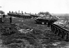 https://flic.kr/p/9QvNHf | schwerer Panzerjäger V (8,8 cm PaK 43/3 L/71) « Jagdpanther » (Sd.Kfz. 173) Nr. 112 | Nous sommes avec des éléments de la 1. Kompanie du schwere Panzerjäger-Abteilung 654.  Courtesy anonymous-generaltopics.blogspot.com/