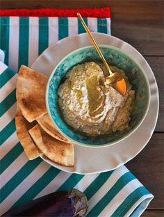 Ντιπ μελιτζάνας (Baba ghanoush) | Συνταγές, Ντιπ | athenarecipes Guacamole, Hummus, Dips, Salads, Cooking Recipes, Ethnic Recipes, Food, Recipes, Sauces