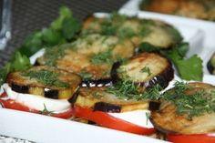 Gebratene Auberginen mit Tomaten und Mozzarella