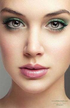 Grünes Augen Make Up für wunderschöne große & wache Augen. #Augenmakeup #Augen #Makeup