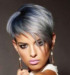 Pixie cut argento con radici blu - Capelli argento corti con radici blu e sfumature scure.
