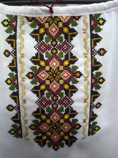 Embroidery Stitches, Bohemian Rug, Cross Stitch, Quilts, Blanket, My Favorite Things, Decor, Hardanger, Dots