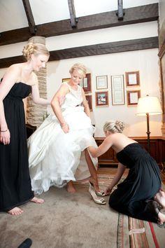 Now those are awesome bridesmaids helping me keep my balance! #weddingtip #bridesmaidduty