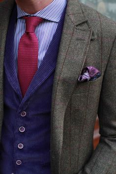 Costume en tweed, gilet velours parme à revers (6 boutons)! #WicketSoBritish