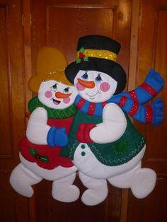 # 595 PAREJA DE M DE NIEVE BAILANDO Snowman Crafts, Felt Crafts, Diy And Crafts, Christmas Stockings, Christmas Tree, Christmas Ornaments, Snowmen Pictures, Corpus Christi, Felt Ornaments